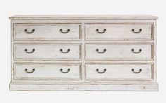 Cómoda realizada en madera y patinada en tonos grises, con 6 cajones dobles. Medidas; 180x50xh.90