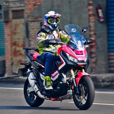 Moto Car, Honda Bikes, Cafe Racing, Motogp, Cars And Motorcycles, Touring, Biker, Twins, Africa