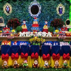 """Que festa linda da Branca de Neve! Decor @ticiallegrini . #festejandoemcasa #brancadenevefestejandoemcasa #caruaru #recife #gravida #gravidas #chadebebe…"""