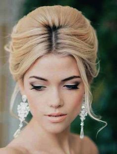 Channel your inner Hollywood star with these old school glamour hairstyles for your wedding day. #MarriedInLV