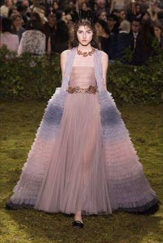Sfilata Christian Dior Parigi - Alta Moda Primavera Estate 2017 - Vogue