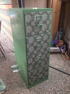 Upcycling a Filing Cabinet - Great idea for craft room. Classroom Design, Classroom Decor, Furniture Makeover, Diy Furniture, Refinished Furniture, Furniture Refinishing, Steel Filing Cabinet, Filing Cabinets, Painted File Cabinets