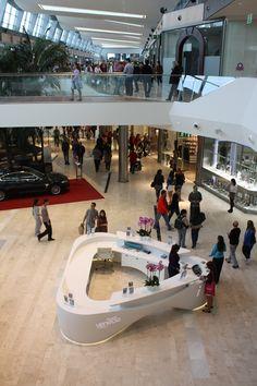 Puerta Venecia - Kin IV Reception Desk Design, Lobby Reception, Reception Counter, Reception Areas, Office Reception, Info Desk, Shopping Mall Interior, Kiosk Design, Design Design