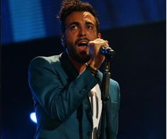 Mtv Awards 2013, Marco Mengoni canta e vince i premi Super Man e Artist Saga: i video  http://realityshow.blogosfere.it/2013/06/mtv-awards-2013-marco-mengoni-canta-e-vince-i-premi-super-man-e-artist-saga-i-video.html