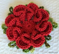 Camellia Flower - Step by Step A free pattern with a ton of pics, in Portugeuse, but translate does a good job. Source: http://www.croche.com.br/flor-camelia-passo-a-passo/