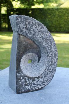Stone Sculpture, Sculpture Art, Steinmetz, Red Art, Stone Carving, Stone Art, Art And Architecture, Creative Art, Sculpting