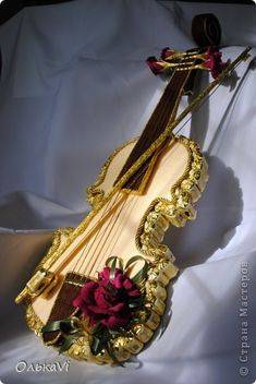 Свит-дизайн День рождения День учителя Бумагопластика Моделирование конструирование Скрипка из конфет Бумага гофрированная Капрон Клей Пеноплен Проволока Продукты пищевые фото 1