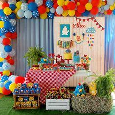 Festa da Galinha Pintadinha: 120 ideias de decoração e tutoriais incríveis Veggie Tales Birthday, Carnival Birthday, 1st Boy Birthday, Birthday Party Decorations, 1st Birthday Parties, Fiesta Baby Shower, Rainbow Birthday Party, Backdrop Decorations, Farm Party