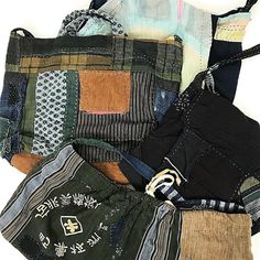 昨日に引き続き、桃雪さんの古布バック。もうすでに売れてしまっているものもありますが、ネットショップで全てご覧頂けます! #古布#古布リメイク#桃雪#古布バッグ #ボロ#パッチワーク#刺し子#襤褸