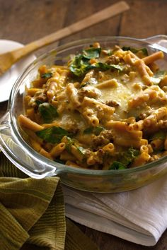 """Baked Rigatoni with Spinach, Provolone, and Turkey - The sauce is butternut squash & veggie broth. Not """"health food"""" but healthier choices baked into comfort food. Rigatoni Al Horno, Baked Rigatoni, Turkey Recipes, New Recipes, Healthy Recipes, Kraft Recipes, Healthy Pastas, Pasta Recipes, Dinner Recipes"""