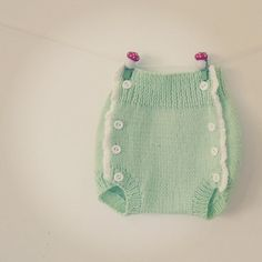 diaper comer again! New color.  #pontinhosmeus  #knittersofinstagram #knitting #knittinglovers #knitstagram  #babyknitting #babystrik #babyknits #babyshorts  #tricot #tricotbebe