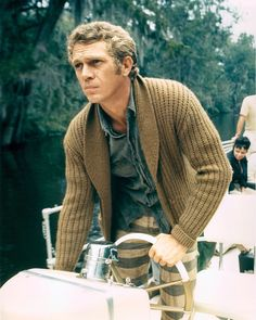 24 Times Steve McQueen Showed You How To Dress ProperlyEsquire Uk Casual Clothes For Men Over 50, Old Man Clothes, Fashion For Men Over 50, Old Man Fashion, Style For Men Over 50, Stylish Men Over 50, Actor Steve Mcqueen, Steve Mcqueen Style, Brown Cardigan Outfit