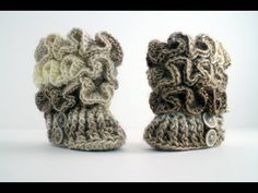 Crochet Ruffled Baby Booties. Free written instructions and video.