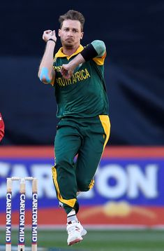The experienced South African fast bowler Dale Steyn has selected his best playing XI team of cricket players. T20 Cricket, Cricket Sport, Cricket News, Cricket Wallpapers, Sports Wallpapers, Fast Bowling, Cricket Quotes, Dhoni Wallpapers, Ab De Villiers