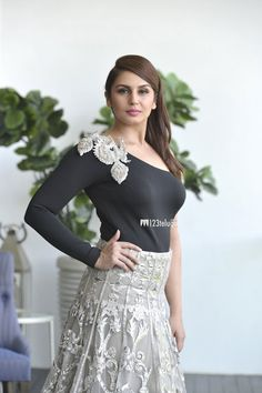 Huma Qureshi New Photos Most Beautiful Faces, Beautiful Saree, Gorgeous Women, Beautiful Bollywood Actress, Beautiful Actresses, Huma Qureshi Hot, Girly Girl Outfits, Modern Outfits, India Beauty