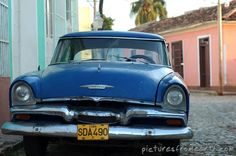 Classic blue Plymouth car » Cuba | Travel Pictures