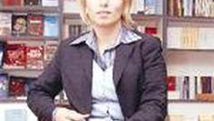Hafızasında tam üç bin kitap varDağıstan Devlet Üniversitesi öğretim üyesi Prof. Nadia Camukova, 199.37 IQ ile dünyanın en üstün zekálı insanı unvanını taşıyor. Prof. Camukova'nın hafızasında tam üç bin kitap bulunuyor. Yedi dil bilen Nadia Camukova, şu anda Türkiye'de ve Türk Dünyası Araştırmaları Vakfı'nın davetlisi olarak Ahmet Yesevi konusunda araştırma yapıyor. Rusça, İngilizce, Fransızca, Almanca, Arapça, Türkçe ve Farsça olmak üzere yedi dil biliyorum
