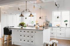 Crisp White Kitchen Bwd Interiors Design Whitekitchen Bronzeaccents Island Builder Hawkersco Ryangarvin Pinterest
