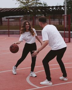 Basketball Engagement Photos, Basketball Couples, Basketball Pictures, Cute Relationship Goals, Cute Relationships, Basketball Relationship Goals, Love Couple, Couple Goals, Stylish Photo Pose