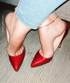 Hot Heels, Nylons Heels, Sexy Legs And Heels, Sexy High Heels, High Heels Stilettos, Womens High Heels, Extreme High Heels, Barefoot Girls, Gorgeous Feet