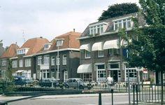15886 1988. Hotel Marktzicht aan het Schokland werd gerund door A. van Hilgen, al deed zijn vrouw het meeste werk. Nu zit er, al sinds 1999, Proeflokaal Belgie.