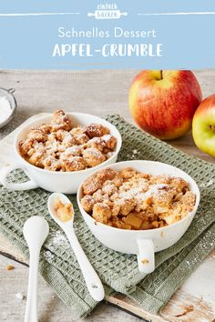 Our apple crumble is one of the most popular classics among fast desserts. An absolute must for every sprinkler fan! bake Our apple crumble is one of the most popular classics among fast desserts. An absolute must for every sprinkler fan! Desserts Végétaliens, Dessert Recipes, Dessert Dips, Apple Benefits, Crumble Recipe, Dessert Simple, Dinner Rolls, Cheesecake Recipes, Baking Recipes
