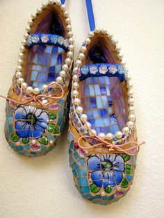 mosaic ballet slippers - now this is a first! It looks like a really difficult peace of art to make in mosaic.