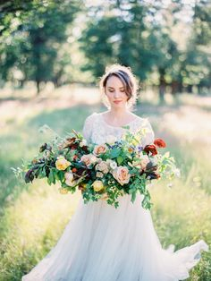 Romantic bundle of blooms: http://www.stylemepretty.com/2015/10/06/fall-honey-wedding-inspiration/ | Photography: Daniel Kim  - http://danielkimphoto.com/