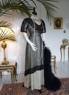Besticktes Jugendstil Abendkleid aus schwarzer Seide, ca. 1912