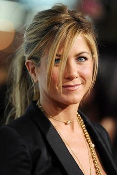 29 Trendy Hairstyles With Bangs Jennifer Aniston Cute Simple Hairstyles, Easy Hairstyles For Long Hair, Hairstyles With Bangs, Trendy Hairstyles, Celebrity Hairstyles, Beautiful Hairstyles, Party Hairstyles, Wedding Hairstyles, Jennifer Aniston Haar