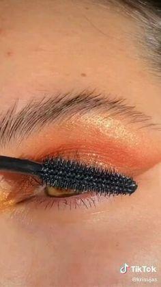 Makeup Inspo, Makeup Inspiration, Makeup Tips, Beauty Makeup, Orange Eye Makeup, Beauty Video Ideas, Face Paint Makeup, Fall Makeup Looks, Creative Eye Makeup