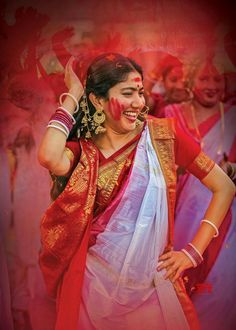 See that natural smile on Sai Pallavi's face that robbed hearts of millions of youth. Sai Pallavi in Saree. Bengali Bride, Bengali Wedding, South Actress, South Indian Actress, Most Beautiful Indian Actress, Beautiful Actresses, Holi Girls, Sai Pallavi Hd Images, Dibujo