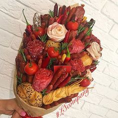 г. Киев, Оригинальные букеты🌶🍓 (@lscompany.kiev) | Instagram photos and videos Bacon Bouquet, Food Bouquet, Food Gifts, Diy Gifts, Fruit Recipes, Cooking Recipes, Meat Cake, Edible Bouquets, Beautiful Bouquet Of Flowers