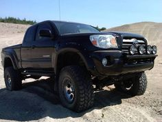 Lifted Tacoma, this is what I want! In white! After I graduate its mine!