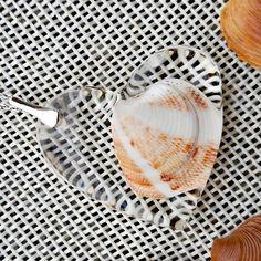 Comanda specială cu personalizare! O dată importantă din viața voastră poate fi inclusă într-un pandantiv ce va spune povestea!  Dragostea… Plates, Tableware, Jewelry, Licence Plates, Dishes, Dinnerware, Jewlery, Bijoux, Plate