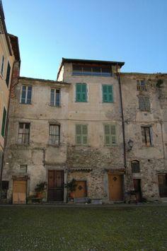 Pigna (IM)  Piazza Castello http://ift.tt/2qEo1S2