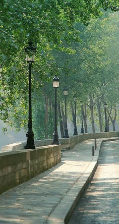 Isle St. Louis, Paris ~ Blogger Pixz