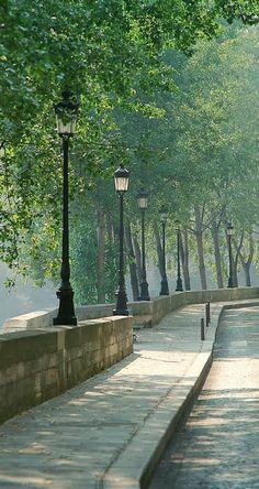 ISLE ST. LOUIS, PARIS....POR ALLI QUISIERA ANDAR CAMINANDO ESTA TARDE....