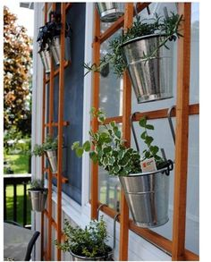 """An """"Herb Wall"""".hanging potted herbs on a trellis. Because trellis is open, could place it in front of sliding glass door or other windows. Vertical Gardens, Small Gardens, Outdoor Gardens, Vertical Planting, Herb Wall, Hanging Herbs, Diy Hanging, Hanging Basket, Hanging Gardens"""