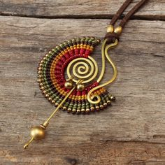 Shaped brass necklace with woven cotton details por cafeandshiraz
