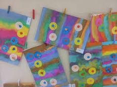 """Résultat de recherche d'images pour """"maternelle  peinture lignes jaunes   et tampons ronds  noirs"""""""