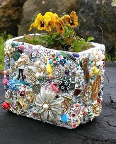 DIY Vintage jewelry garden mosaic planter Dishfunctional Designs: The Upcycled Garden Volume 7: Using Recycled Salvaged Materials In Your Garden