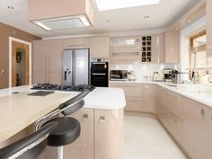 A warm and friendly kitchen with plenty of storage in Avant Beige by Milligan and Jessop. More info here - http://www.sncollection.co.uk/real-kitchens/real-kitchen-projects/inzo-milligan-and-jessop.html