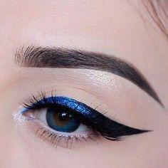 Black Hair Makeup, Dark Makeup, Blue Eye Makeup, Natural Makeup, Blue Eye Shadow, Casual Eye Makeup, Black Eyeliner Makeup, Black Eyebrows, Emo Makeup