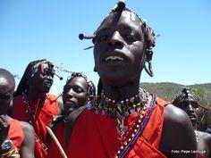 Colorido el atuendo de los masai. Kenia.