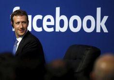 CEO di Facebook Mark Zuckerberg è visto sul palco durante un municipio presso la sede di Facebook a Menlo Park, California 27 settembre 2015. Foto scattata 27 febbraio 2015. REUTERS / Stephen Lam / File Foto