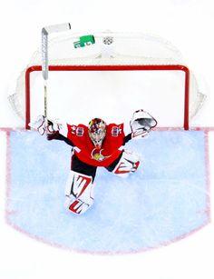 Craig Anderson, Ottawa Senators wins a game Stars Hockey, Ice Hockey Teams, Hockey Games, Hockey Stuff, Sports Teams, Hockey Helmet, Hockey Goalie, Hockey Players, Bernie Parent