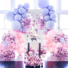 Such a gorgeous cake display with such beautiful color combination 💜💗. Styling & Florals by Props by… Deco Baby Shower, Girl Shower, Baby Shower Themes, Baby Shower Decorations, Christening Decorations, Shower Ideas, Balloon Garland, Balloon Decorations, Birthday Party Decorations