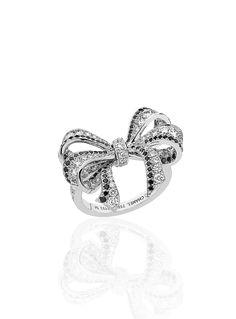 Chanel 1932 Ring in 18K white gold, black diamonds and diamonds.