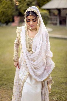 Walima Dress, Pakistani Dresses, Beautiful Bride, Beautiful Dresses, Embroidery Suits Punjabi, Fancy Bows, Muslim Brides, Groom Outfit, Patiala